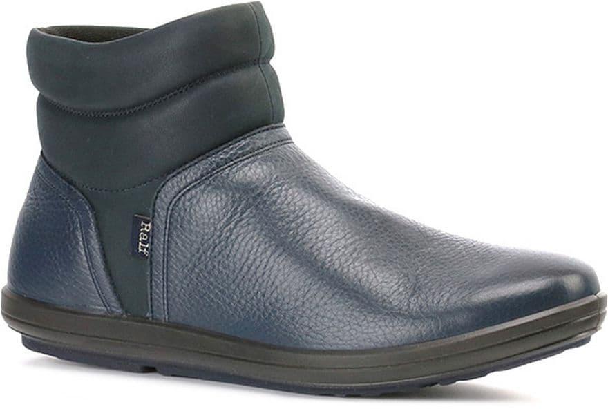 Ботильоны Ralf RingerБотильоны<br>Ботильоны без каблука - практичная обувь для демисезонного гардероба. Модель выполнена из качественной натуральной кожи. Верх декорирован контрастной прострочкой. Внутренняя подкладка согреет ноги в прохладную погоду. Подошва эргономичной формы делает каждый шаг уверенным и лёгким. Простой дизайн дает волю фантазии для создания самых разных образов.<br><br>Наименование: Ralf Ringer Weekend 985217ТС Осень-Зима 2016-17<br>Цвет: Темно-синий<br>Размер RU: 40<br>vendorCode: None<br>Пол: Женский<br>Возраст: Взрослый<br>Сезон: Деми<br>Материал верха: Натуральная кожа<br>Материал подкладки: Текстиль<br>Материал подошвы: ПУ+ТПУ