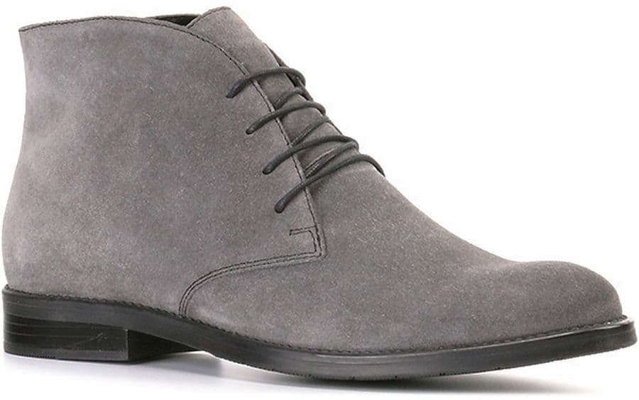 Ботинки Ralf RingerБотинки<br>Практичность и красота - эти два понятия совмещают в себе стильные дезерты. Обувь сделана из натуральной кожи (спилка) серого цвета. Подошва и шнурки темно-серого цвета отлично контрастируют с основным цветом пары. Модель подойдет на демисезонный период. Обувь оснащена небольшим удобным каблуком и не имеет молнии, а текстильная подкладка является достаточно теплой для первых холодов.<br><br>Наименование: Ralf Ringer Modern 967205СР Осень-Зима 2016-17<br>Цвет: Серый<br>Размер RU: 36<br>vendorCode: None<br>Пол: Женский<br>Возраст: Взрослый<br>Сезон: Деми<br>Материал верха: Спилок<br>Материал подкладки: Текстиль<br>Материал подошвы: ТЭП