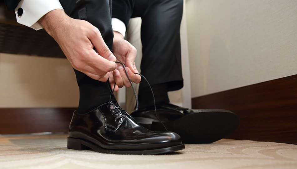 Как быстро разносить новую обувь дома