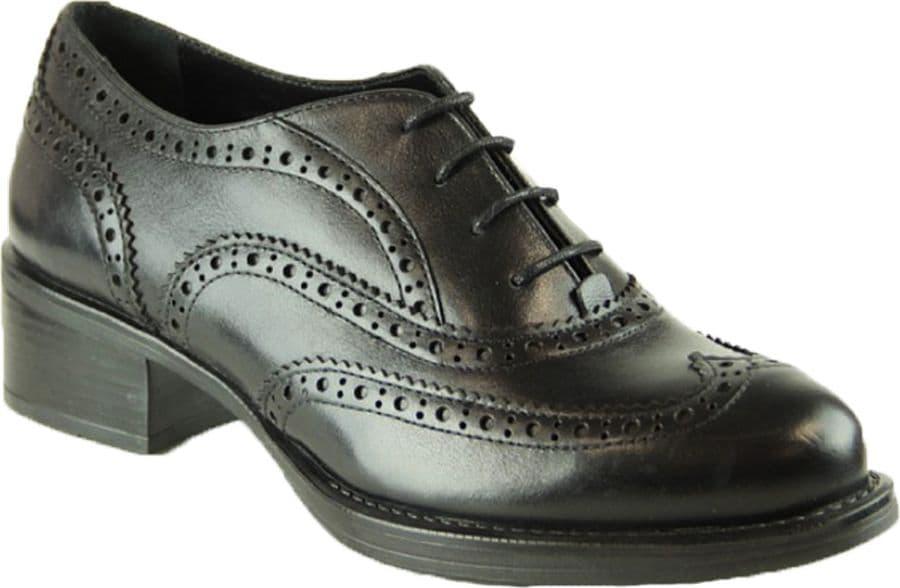 Полуботинки Ralf RingerПолуботинки<br>Женские полуботинки из натуральной кожи – удобный вариант повседневной обуви. Их можно комбинировать с одеждой любого стиля, но особенно хорошо такая модель смотрится с узкими джинсами или брюками. Полуботинки имеют практичную расцветку, прочную прорезиненную подошву и небольшой устойчивый каблук. В них Ваши ноги не устанут даже во время длительных прогулок.<br><br>Наименование: Ralf Ringer Classic 954103ЧН Весна-Лето 2015<br>Цвет: Черный<br>Размер RU: 37<br>vendorCode: None<br>Пол: Женский<br>Возраст: Взрослый<br>Сезон: Деми<br>Материал верха: Кожа<br>Материал подкладки: Текстиль<br>Материал подошвы: ТЭП