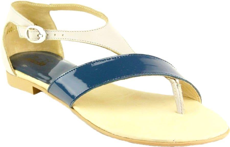 Ralf Ringer Weekend 984003СР Весна-Лето 2015Сандалии<br>Женские сандалии на небольшом устойчивом каблуке могут стать яркой деталью Вашего летнего образа. Модель выполнена из контрастной матовой и лаковой кожи, имеет плотную застежку на щиколотке и плоскую подошву. Сандалии одинаково хорошо подойдут к платьям, юбкам или джинсам и позволят создать десятки модных повседневных сетов. Эта модель может стать отличным выбором для ежедневного ношения.<br><br>Цвет: Серый<br>Размер RU: 36<br>vendorCode: None<br>Пол: Женский<br>Возраст: Взрослый<br>Сезон: Лето<br>Материал верха: Кожа<br>Материал подкладки: Кожа<br>Материал подошвы: ТПУ