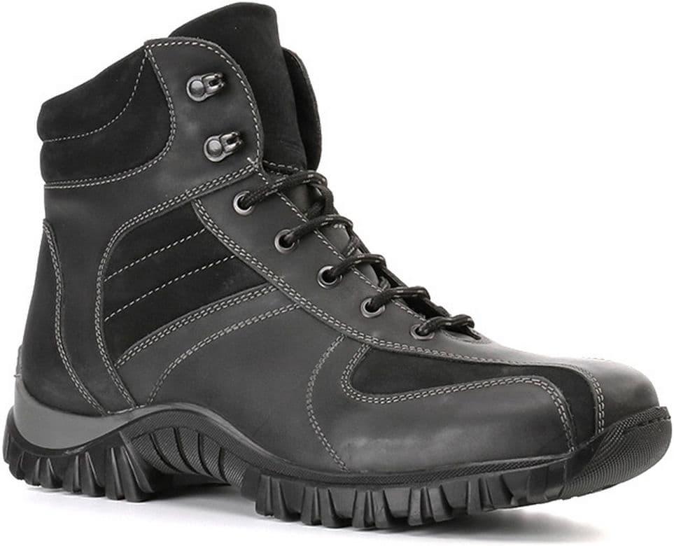 Ботинки Ralf RingerБотинки<br>Эти ботинки можно носить как с широкими, так и с узкими джинсами и брюками. Выполненные из качественной кожи, они дополнены вставками в верхней части голенища. Высокая шнуровка позволяет хорошо фиксировать ботинки на ноге, а рельефная подошва обеспечивает удобство при ходьбе. С помощью такой пары обуви легко создавать разнообразные образы.<br><br>Наименование: Ralf Ringer Weekend 111218ЧН Осень-Зима 2016-17<br>Цвет: Черный<br>Размер RU: 43<br>vendorCode: None<br>Пол: Мужской<br>Возраст: Взрослый<br>Сезон: Зима<br>Материал верха: Нубук<br>Материал подкладки: Мех натуральный<br>Материал подошвы: ТЭП