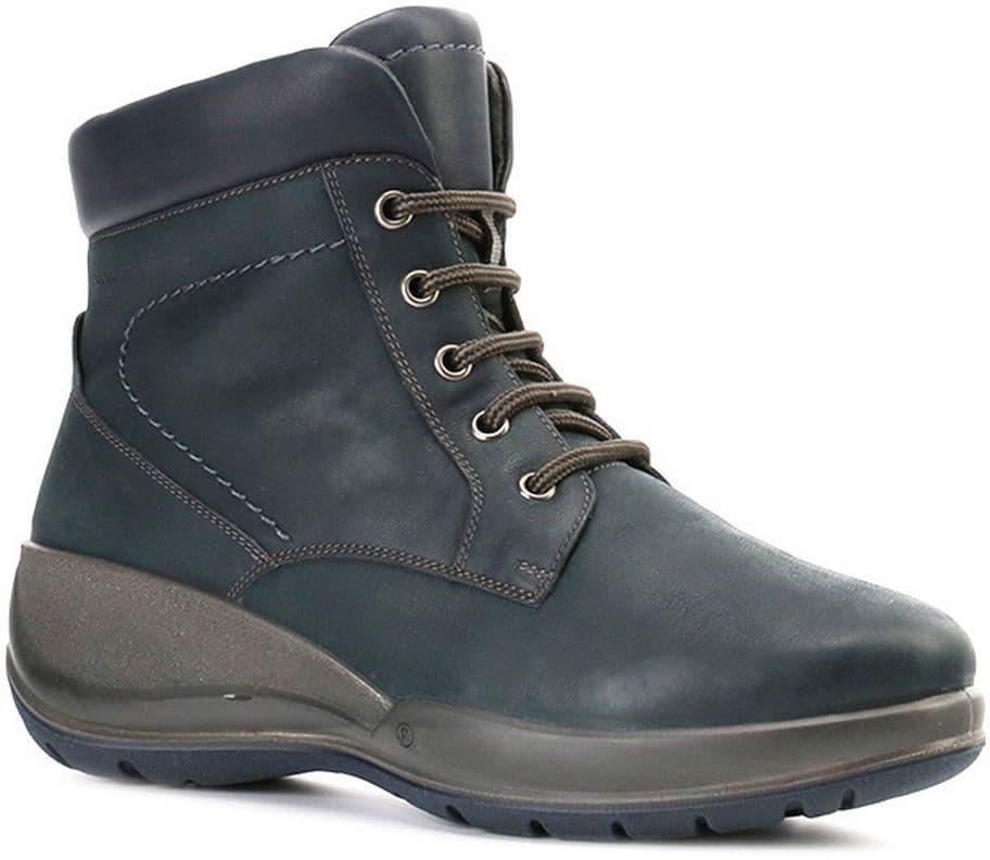 Ralf Ringer Weekend 740213ТСМ Осень-Зима 2016-17Ботинки<br>В этих ботинках от RALF RINGER можно забыть о капризах природы. Идеальная для зимы толщина подошвы позволит не думать о холодах. Хорошую посадку по ноге обеспечивает стильная шнуровка контрастного цвета. Ботинки с прочной литьевой подошвой – отличный вариант на каждый день.<br><br>Цвет: Темно-синий<br>Размер RU: 40<br>vendorCode: None<br>Пол: Женский<br>Возраст: Взрослый<br>Сезон: Зима<br>Материал верха: Натуральная кожа<br>Материал подкладки: Мех натуральный<br>Материал подошвы: ПУ+ТПУ