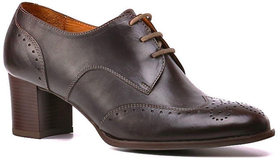 Ralf Ringer Business 936101КН Осень-Зима 2016-17Полуботинки<br>Стильные кожаные полуботинки с каблуком - отличная пара обуви на осенний период. Данная модель подойдёт тем, кто ценит в обуви сочетание комфорта и стиля. Невысокий каблук позволит Вам ходить долгое время и не даст ногам устать.<br><br>Цвет: Коричневый<br>Размер RU: 40<br>vendorCode: None<br>Пол: Женский<br>Возраст: Взрослый<br>Сезон: Деми<br>Материал верха: Натуральная кожа<br>Материал подкладки: Натуральная кожа<br>Материал подошвы: Каблук