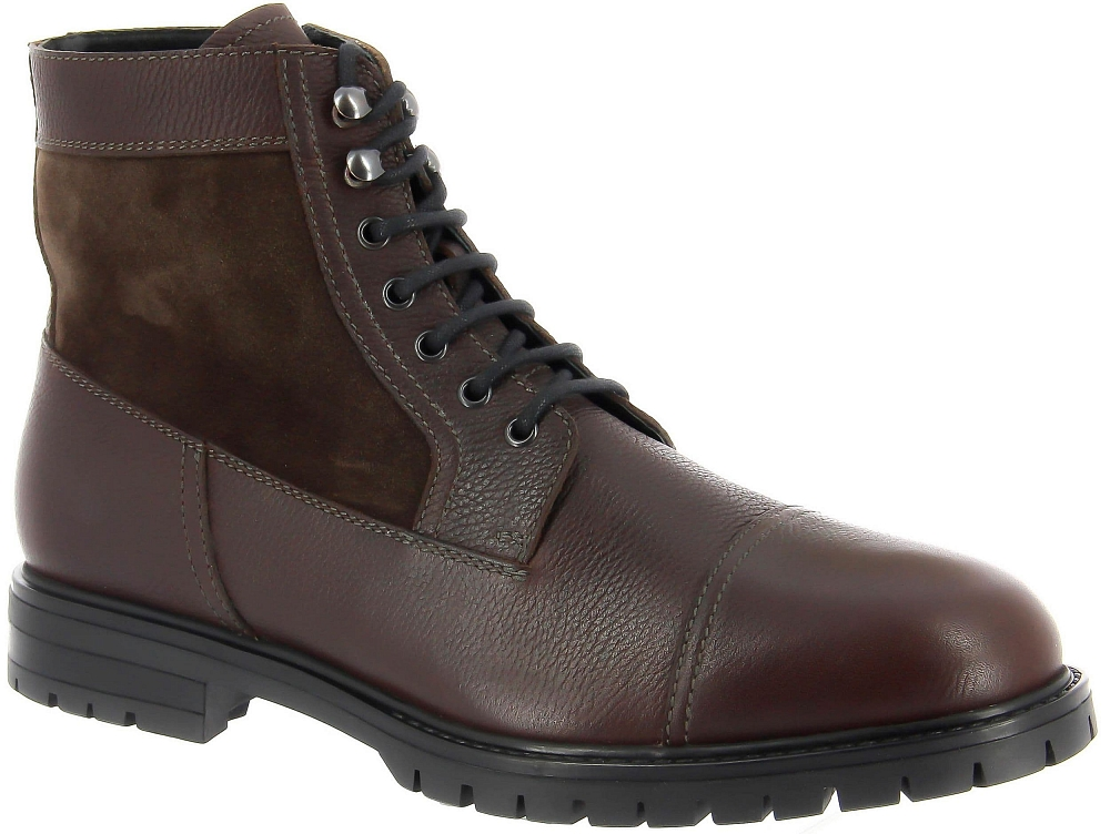 Высокие ботинки Ralf RingerВысокие ботинки<br>Высокие мужские зимние ботинки Visso отличаются оригинальным сочетанием нубука и натуральной кожи. По дизайну соответствуют хайкерам. Имеют отличный протектор нескользкой подошвы и функциональную молнию. Хорошо смотрятся и сидят на ноге. Сочетаются с одеждой в стиле кэжуал. Особенно эффектны в комплекте с джинсами.<br><br>Наименование: Ralf Ringer Modern 049301ТК Осень-Зима 2017-18<br>Цвет: Темно-коричневый<br>Размер RU: 40<br>vendorCode: None<br>Пол: Мужской<br>Возраст: Взрослый<br>Сезон: Зима<br>Материал верха: Натуральная кожа<br>Материал подкладки: Мех натуральный<br>Материал подошвы: ТЭП