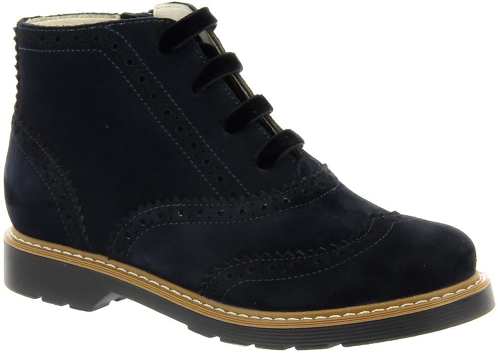 Ботинки Ralf RingerБотинки<br>Модель LEMMY-D в новом сезоне стала значительно легче за счёт новой усовершенствованной подошвы. Кожаные ботинки синего цвета придутся по душе молодым девушкам и девочкам, которые обладают хорошим вкусом и знают толк в моде. Очень стильно смотрятся с платьем и с брюками. Выполнены из натуральных материалов, поддерживают ноги в комфорте.<br><br>Наименование: Ralf Ringer Modern 852205ТС8 Весна-Лето 2018<br>Цвет: Синий<br>Размер RU: 38<br>vendorCode: None<br>Пол: Женский<br>Возраст: Детский<br>Сезон: Деми<br>Материал верха: Спилок<br>Материал подкладки: Натуральная кожа<br>Материал подошвы: ТЭП