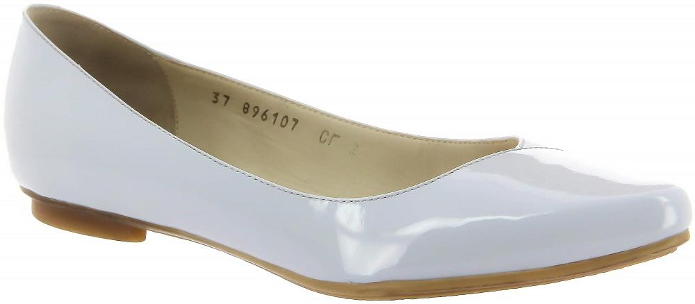 Туфли Ralf RingerТуфли<br>Минималистичные туфли RINA выполнены с зауженным мыском, подчеркивающем красоту и элегантность ног. Благодаря своей легкой конструкции и необычному материалу из которого выполнен верх модели, туфли идеальны для летней носки. Модель из спилока с покрытием и натуральной кожи в нескольких актуальных цветовых решениях представлена в размере с 36 по 41.<br><br>Наименование: Ralf Ringer Modern 896107СГ Весна-Лето 2018<br>Цвет: Голубой<br>Размер RU: 38<br>vendorCode: None<br>Пол: Женский<br>Возраст: Взрослый<br>Сезон: Деми<br>Материал верха: Лаковая кожа<br>Материал подкладки: Натуральная кожа<br>Материал подошвы: Резина